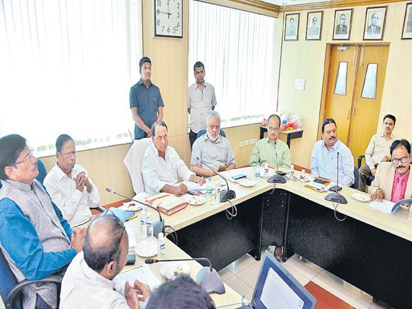 Criminal cases against pollutant factories and hospitals - Sakshi