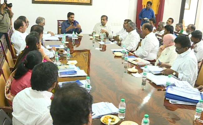 YS Jagan Mohan Reddy Meets With Manifesto Committee - Sakshi