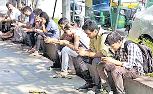 Young people without any work being empty, an increase in India - Sakshi