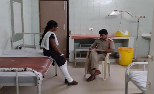 Young Man Acid Attack to Women in Vizianagaram - Sakshi