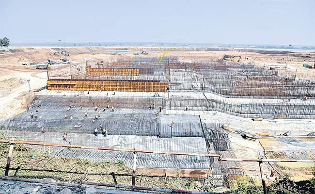 Telangana Government Focus On Kaleshwaram On Palamuru Projects - Sakshi