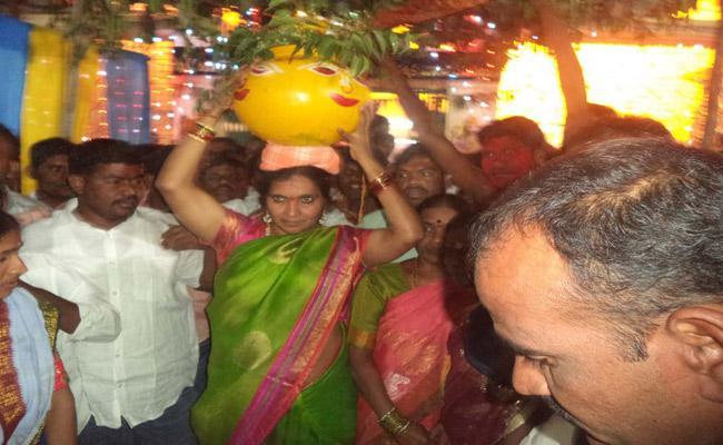 MLA Padma Devender Reddy Attended Bonam Utsavam In Medak  - Sakshi