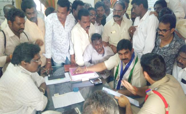 Pendem Dorababu Demands to Return to Cases on YSRCP Leaders - Sakshi