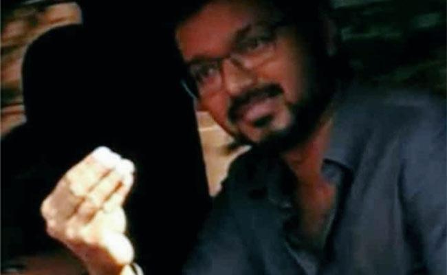 Vijay Sweet Warning To Fans That Don't Chase His Car - Sakshi