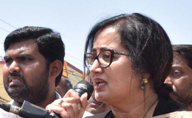 Sumalatha Ambareesh Fires On Minister Tamanna - Sakshi