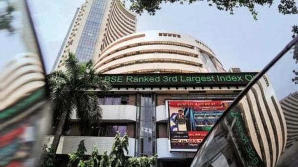 Sensex closes 89 points higher at 36,725, Nifty flat at 11,058 - Sakshi