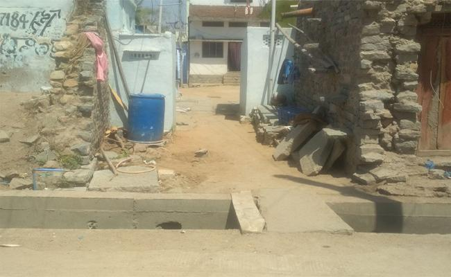 Drainage Problem Was Looking To Be Serious In Amarachintha Muncipality - Sakshi