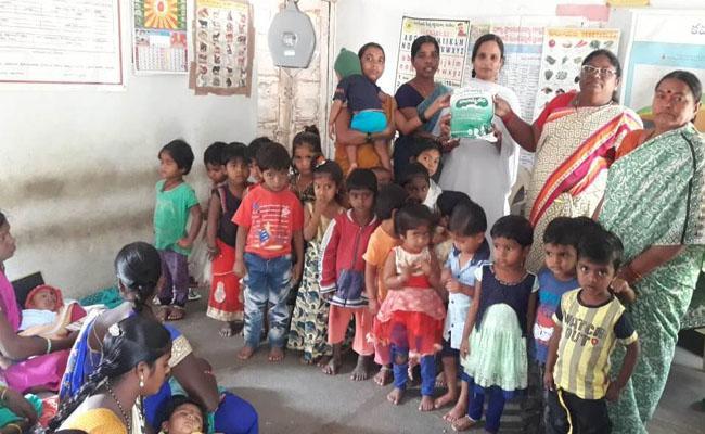 Telangana Government Provide Smart Phones To Anganwadi Workers - Sakshi