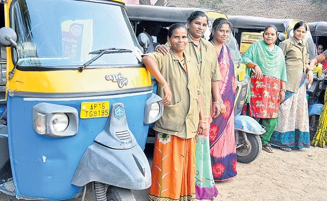 Women auto drivers have a lot of facilities in the city - Sakshi