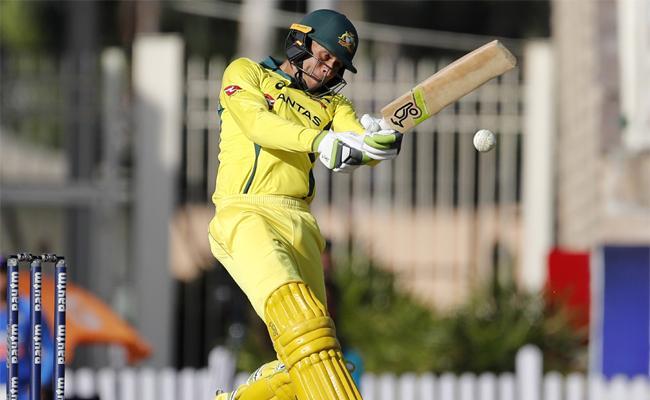 Khawaja Century Helps Australia to 313 Runs Against India - Sakshi