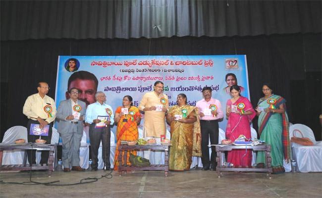 Bharathi Have Literature Talent In Nizamabad - Sakshi