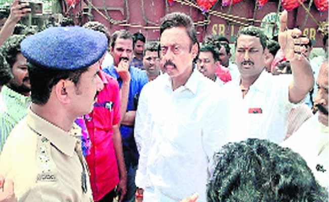 Maize Farmers Agitation Became Successful - Sakshi