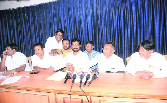 Praveen Reddy Withdraw His Nomination Of MLC Elections - Sakshi