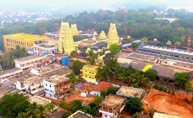 Golmal In Dwaraka Tirumala Temple - Sakshi