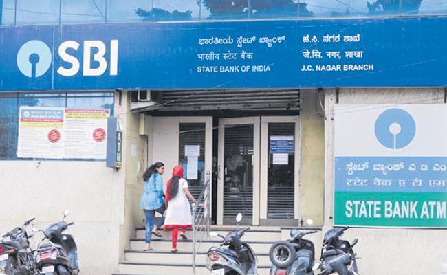 State Bank of India hits autopilot on interest rates - Sakshi
