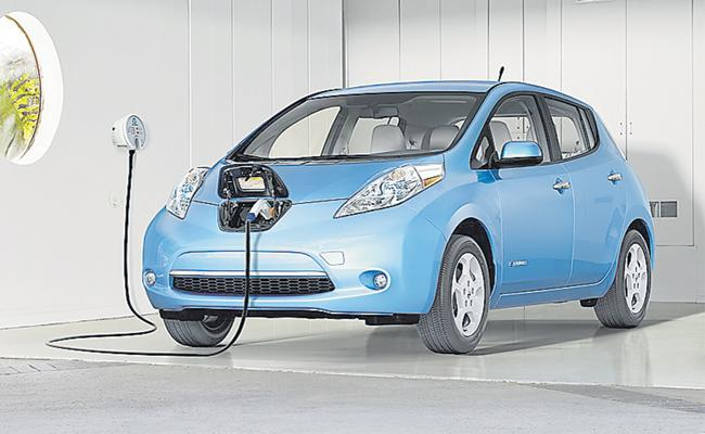 Electric Cars upto Rs 15 lakh to get cheaper by 1.5 lakh - Sakshi