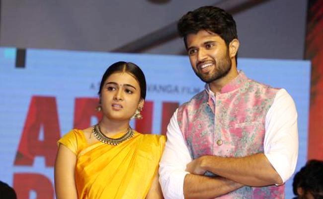 Arjun Reddy Couple Vijay Devarakonda  And Shalini Pandey Team up Again - Sakshi