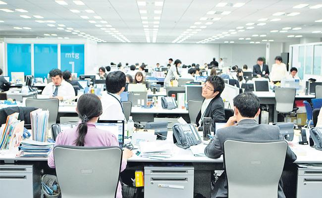 Japan Turns To Tech To Cut Working Hours In Government Offices - Sakshi