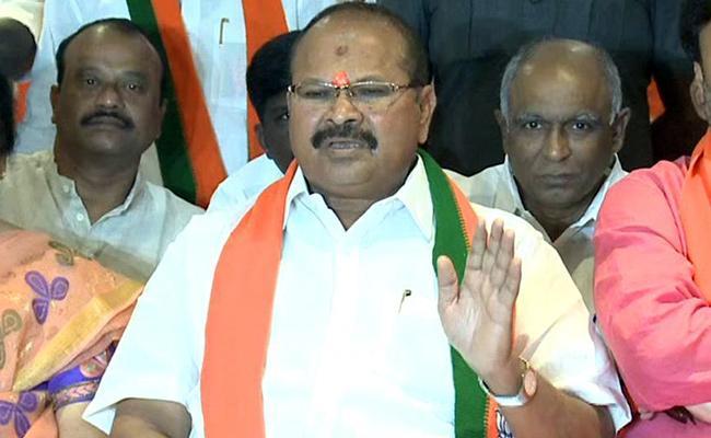 BJP Leader Kanna Laxminarayana Critics Chandrababu Over Data Breach - Sakshi
