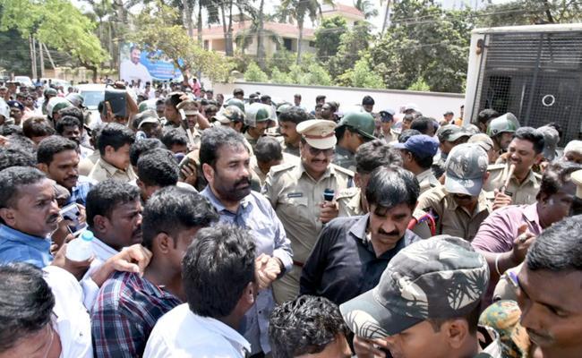 YSRCP MLA Kotamreddy Sent To Police Remand - Sakshi