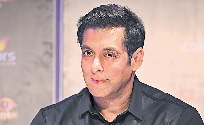 Salman Khan, Arbaaz Khan arrive in Indore for Dabangg 3 shoot - Sakshi