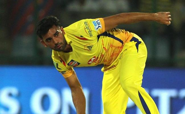 CSK pacer Deepak Chahar creates IPL record with 20 dot balls vs KKR - Sakshi