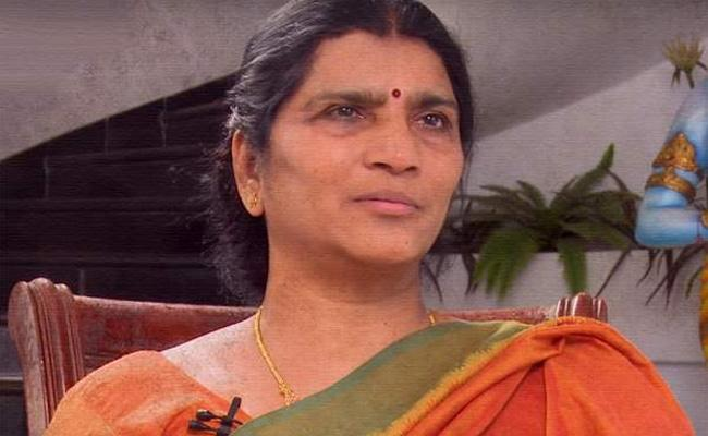 Lakshmi Parvathi Psalms On Chandrababu Naidu - Sakshi