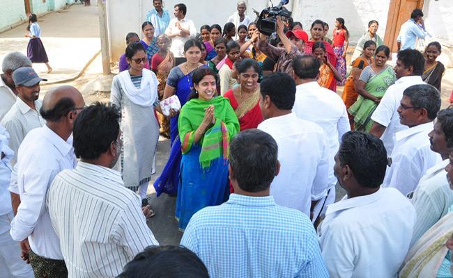 YS Bharathi Reddy Election Campaign In Pulivendula - Sakshi