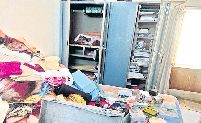 Robbery in Malakpet - Sakshi