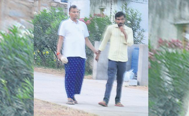 Narne Srinivasa Rao Takes on CM Chandrababu Naidu - Sakshi