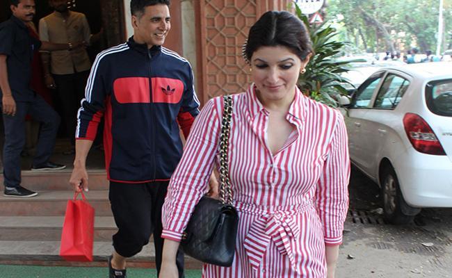 Twinkle Khanna hates Akshay Kumar in track pants - Sakshi