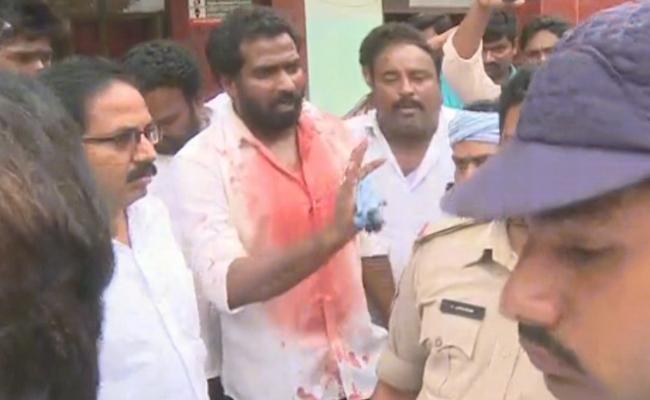 YSRCP Polling Agent Kidnapped In Narasaraopet - Sakshi