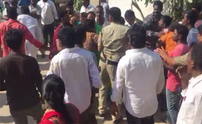 TDP Leaders Attacked YSRCP Activists And Woman In Mangalagiri Tadepalli - Sakshi