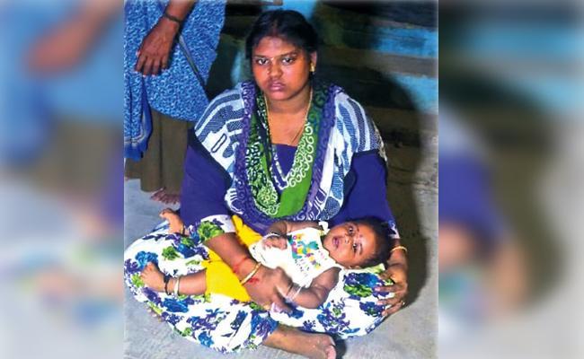Wife Protest infront of Husband Home in Tamil Nadu - Sakshi