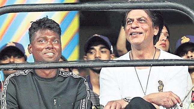 Shah Rukh Khan planning the remake of Tamil film Mersal - Sakshi