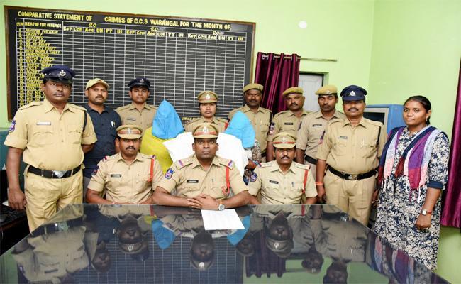 Women Thievs Arrest in Warangal - Sakshi