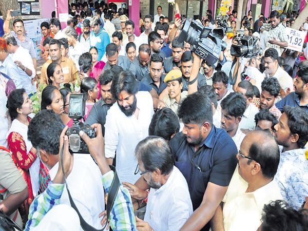 Voters angry on Pawan Kalyan for Directly penetrating into the polling booth - Sakshi