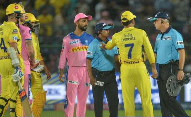 MS Dhoni Slammed for Confronting Umpire After No Ball Controversy - Sakshi