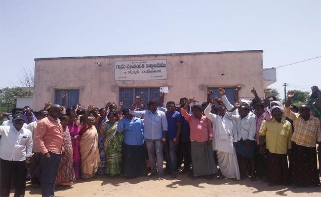 Lok Sabha Election Expulsion In Chekki Camp Village In Nizamabad - Sakshi