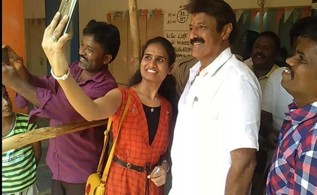 Hindupuram TDP MLA Candidate Nandamuri Balakrishna Taking Selfies With Voters at Polling Centers - Sakshi