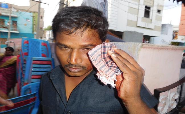 TDP MLA Candidate Kandikunta Venkata Prasad Follower Attack On PV Siddhareddy Gun man In Polling Booth - Sakshi