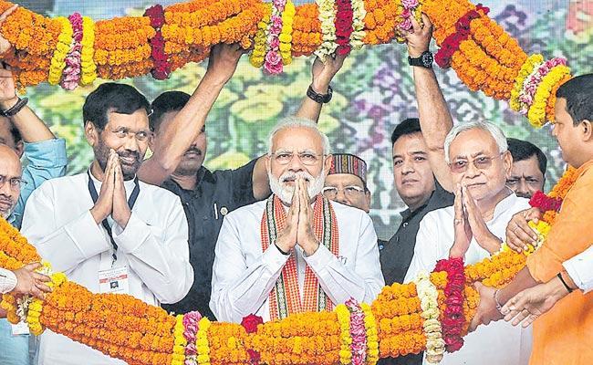 Narendra Modi Fires On Opposition In Bihar Election Rally - Sakshi