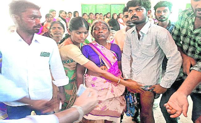 Sub Inspector Attacks on Voters in Punganur - Sakshi