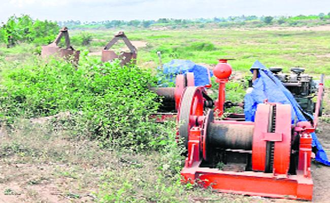 TDP government Failed To Construct High-Level Bridge Between Thotla Valluru And Pamulalanka - Sakshi