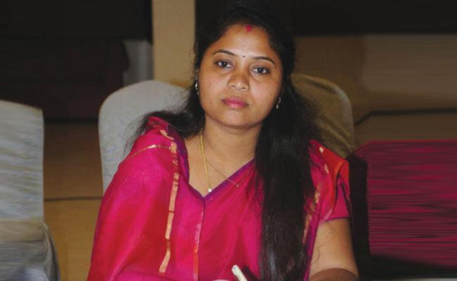 MLA Pushpa Sreevani alleges pre planned attack by tdp leaders - Sakshi