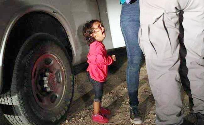 Migrant Child Crying At US Border Image Wins Photo Journalism Award - Sakshi