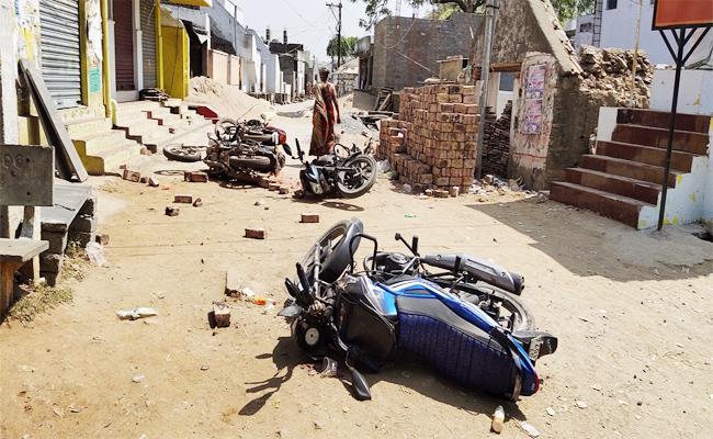 TDP Leaders Attack on YSRCP Leaders in Palnadu - Sakshi