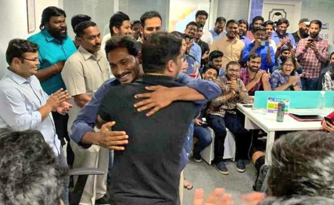 YS Jagan greetings to Prashant Kishor team - Sakshi