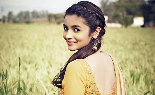 Alia Bhatt On Working With Rajamouli In RRR - Sakshi
