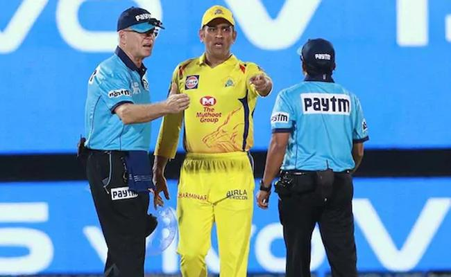 Ganguly on Dhoni argument with umpires - Sakshi
